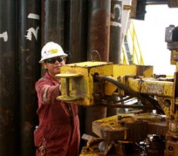 Sapura's engineer do drilling